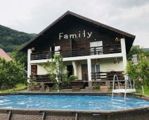 Manor Chalet Family